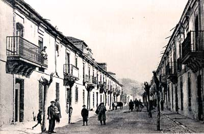Una de las céntricas calles de Sigüenza en 1908.