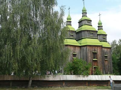 Iglesia de madera en Pirogóvo, cerca de Kiev