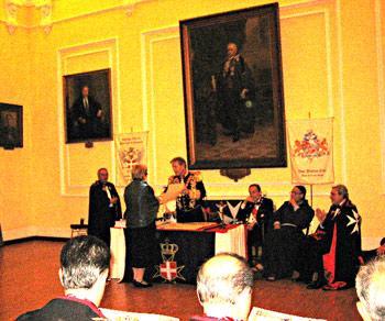 Вручение диплома, подтверждающего звание Дамы Чести Мальтийского ордена.