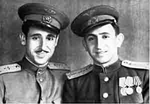 Los pilotos Francisco Meroño (izq) y Antonio García Cano