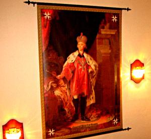 Портрет Павла I в костюме Гроссмейстера Мальтийского ордена украшает интерьер помещения, где Марию Кубареву посвящали в Дамы.